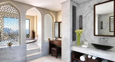 anantara_al_jabal_al_akhdar_royal_mountain_villa_master_bath_01_1920x1037