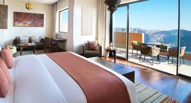 anantara_al_jabal_al_akhdar_royal_mountain_villa_master_bedroom_01_1920x1037