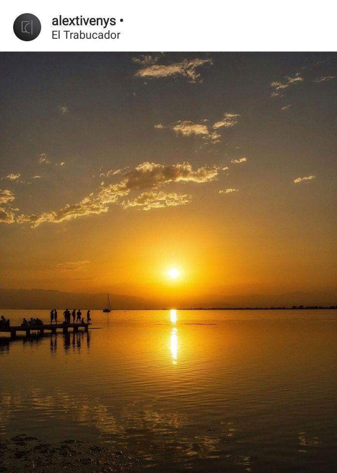 impresionante puesta de sol en la playa del Trabucador