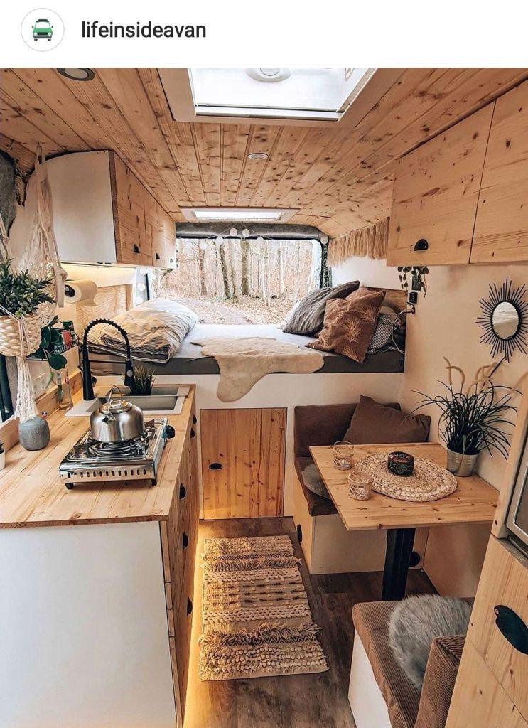 decoración bohemia de una furgoneta camper