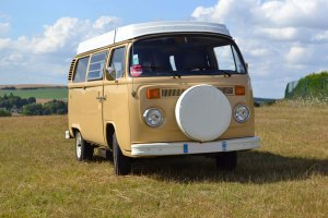 Partez en vacances à la campagne en Normandie avec un Vw Van Camper.