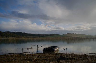 Kulisse an einem verholzten See