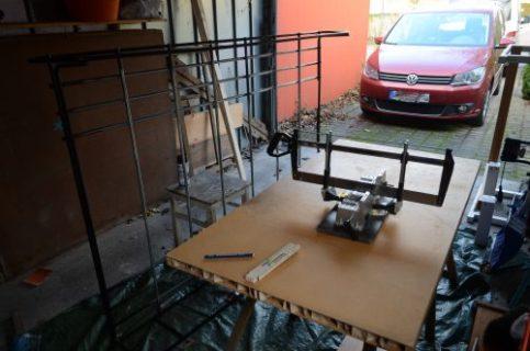 Holzlatten für den Dachgepäckträger zu sägen
