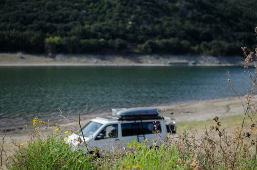 Vanlife am Stausee in Frankreich