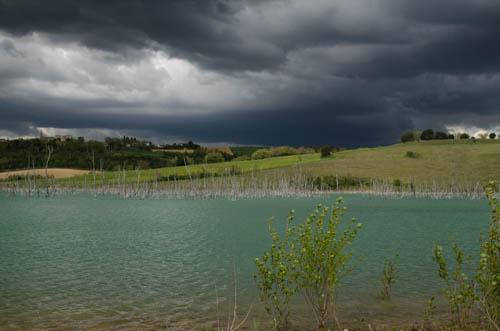 Gewitter in Südfrankreich am See