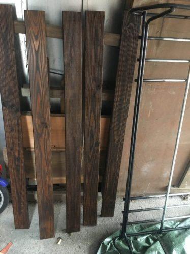 lasierte Holzlatten für den Dachterassen bau