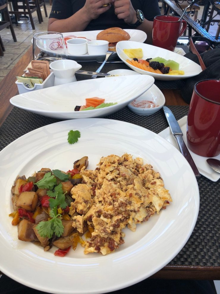 But you can also order anything else in the menu if you get tired of the fruits. I ordered this yummy scrambled egg with chorizo and potatoes on the side!