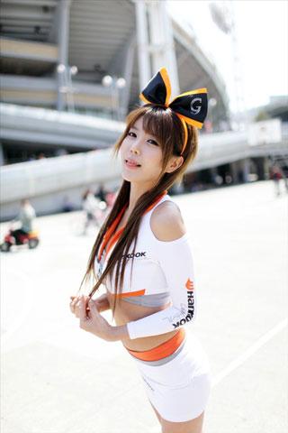 xit-nuoc-vi-my-nhan-duong-dua-heo-yun-mi-khoe-dang-goi-cam (8)