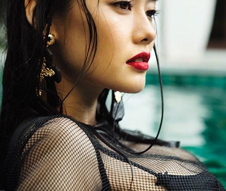 Linh Chi khoe đường cong ngút ngàn triệu quý ông mê mẩn