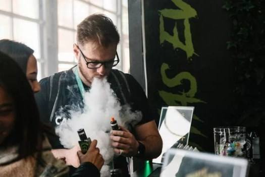 The third vape International Trade Fair was held in New York. In the eyes of many young people, smoking electronic cigarettes has become a part of the trend culture