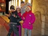 Asthmakranke Kinder aus der Schule Traian Dârjan vor der unterirdischen Kegelbahn in der Saline Turda