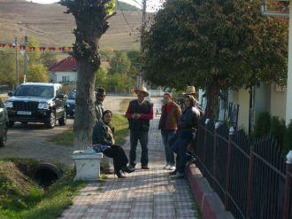 Die Roma von Recea Cristur erwarten die VAR-Delegation