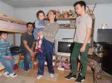 Răzvan (rechts) mit Eltern und Geschwistern
