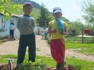 Kinder vor Marias Hof