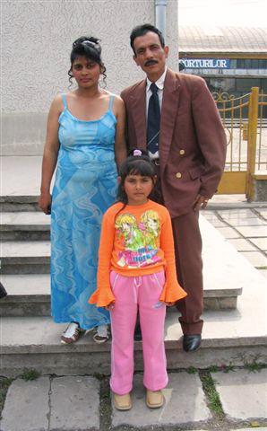 Hochzeitspaar mit Kind