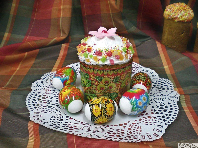 01-kulich-and-easter-eggs