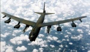 B-52 sprengjuvél eins og þær sem Bandaríkjamenn senda til Svíþjóðar.