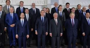 Fjölskyldumynd af ráðherrafundi NATO 31. mars 2017.