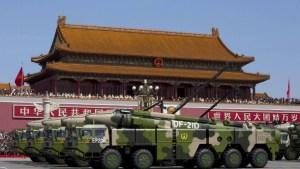 Kínverskar skotflaugar á Torgi hins himneska friðar í Peking.