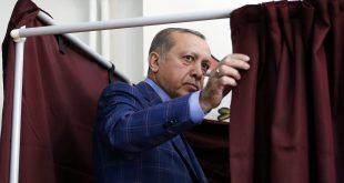 Erdogan í kjörklefanum.