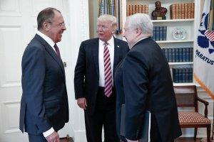 Rússneska Tass-fréttastofan sendi ein myndir af fundi Donalds Trumps með Seigeij Lavrov og rússneka sendiherranum í Hvíta húsinu.