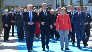 Donald Trump, Jens Stoltenberg og Angela Merkel í nýjum höfuðstöðvum NATO.