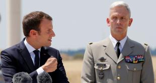 Emmanuel Macron og François Lecointre hershöfðingi, nýi yfirmaður franska heraflans.