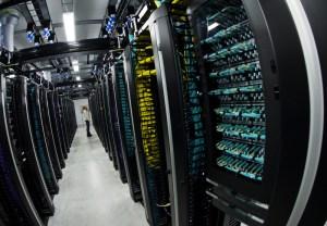 Les salles de serveurs d'un centre de données fonctionnant 100% à l'hydroélectricité