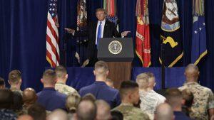Donald Trump boðar framhald hernaðar í Afganistan.