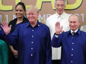 Doanld Trump og Vladimir Pútin á leiðtogafundi APEC-ríkjanna í Víetnam.