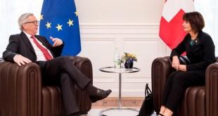 Jean-Claude Juncker,  forseti framkvæmdastjórnar ESB, ræðir við Doris Leuthard, forseta Sviss.