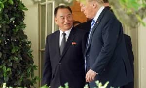 Kim Yong-chol og Donald Trump við Hvíta húsið.