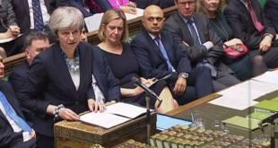 Theresa May kynnir breska þinginu frestun Brexit-atkvæðagreiðslu.