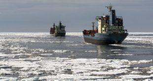 Skip á Norðurleiðinni í kjölfar rússnesks ísbrjóts.