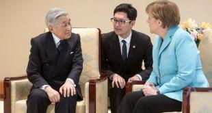 Angela Merkel með  Akihito Japanskeisara og túlki.