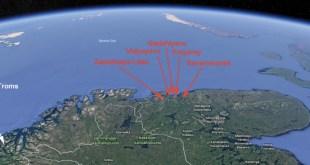 Barents Observer hefur notað þessa gervihnattamynd til að sýna annars vegar norsku flotahöfnina og hafnir Rússa á Kólaskaga.