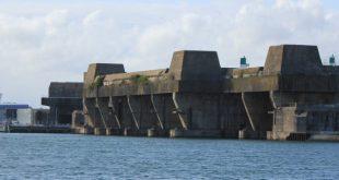 Þessi mynd er frá Lorient í Frakklandi og sýna gömul kafbátaskýli þar.