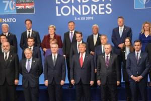 """Hluti """"fjölskyldumyndar"""" á NATO-fundinum í London."""
