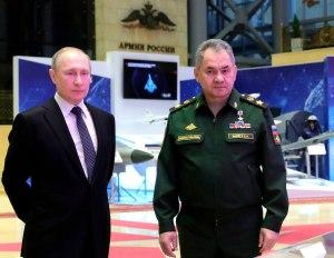 Vladimir Pútin Rússlandsforseti og Sergei Soihgu varnarmálaráðherra.