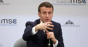 Emmaneul Macron skýrir mál sitt í München.