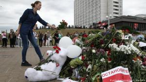 Minnst fallins mótælanda í Minsk.