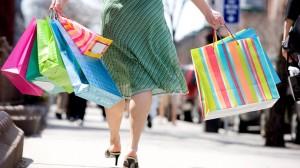 consumidora-mulher-com-sacolas-compras-sacola