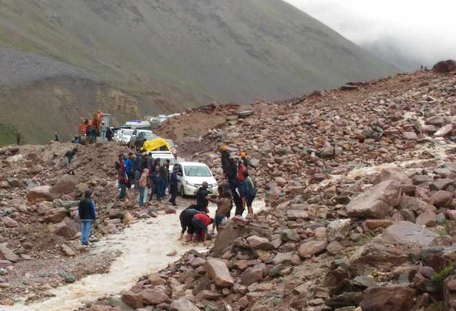 cloudburst on manali leh highway