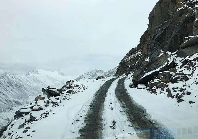 snowfall in ladakh
