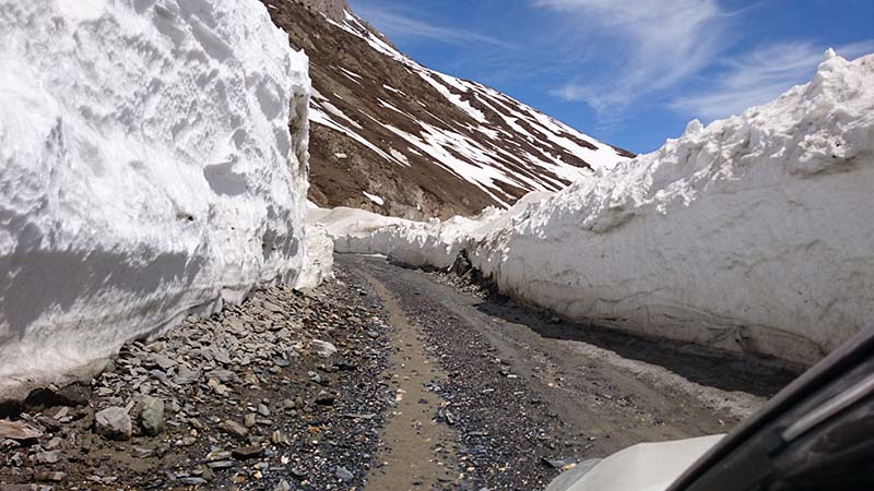 srinagar leh highway in april