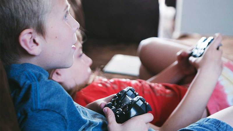 boys playing video games screen time