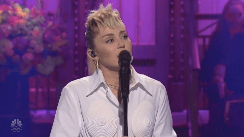 Miley Cyrus and 'Saturday Night Live' Moms Open Mother's Day Episode