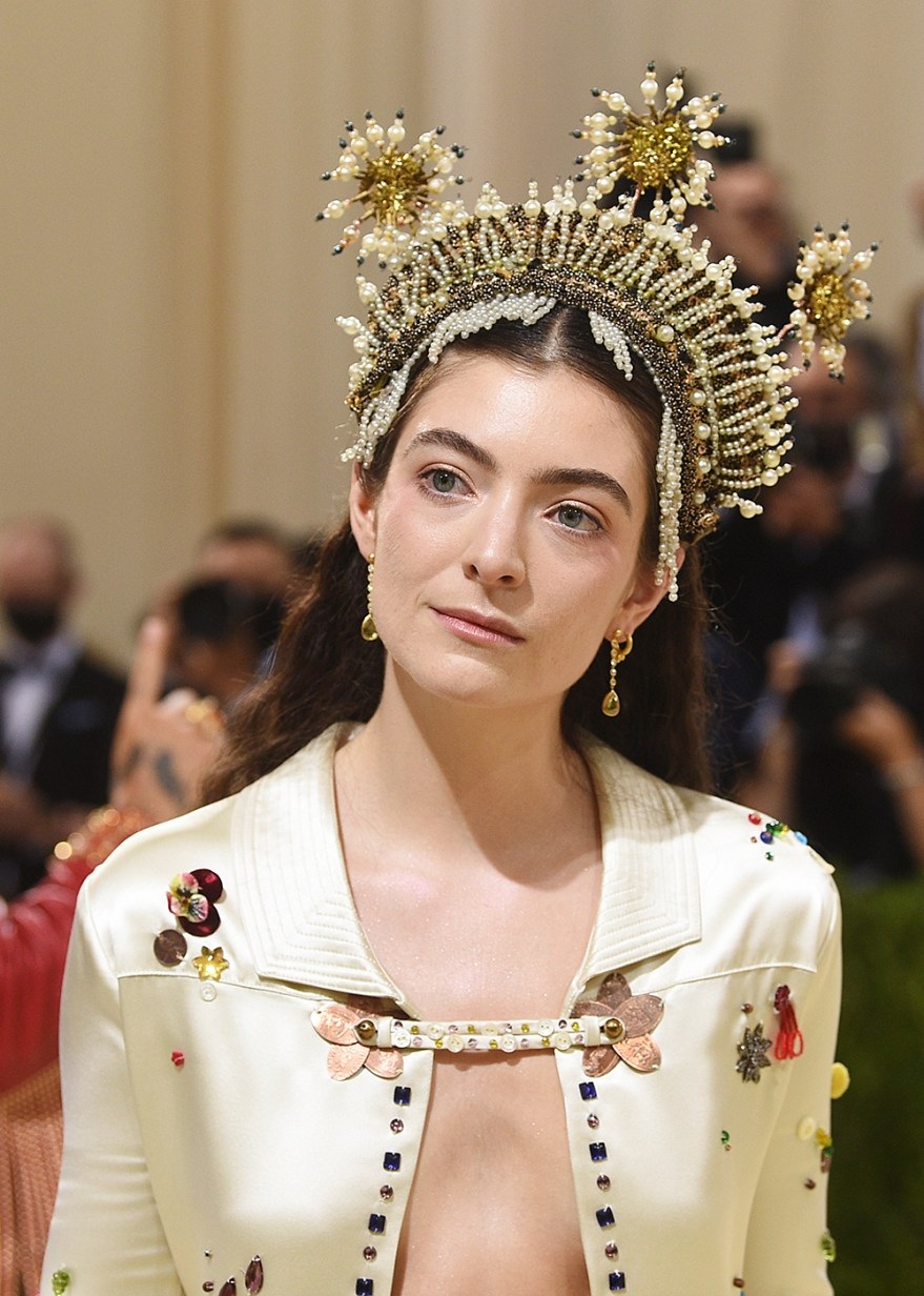 """Lorde attends The Metropolitan Museum of Art's Costume Institute benefit gala celebrating the opening of the """"In America: A Lexicon of Fashion"""" exhibition on Monday, Sept. 13, 2021, in New York. (Photo by Evan Agostini/Invision/AP)"""