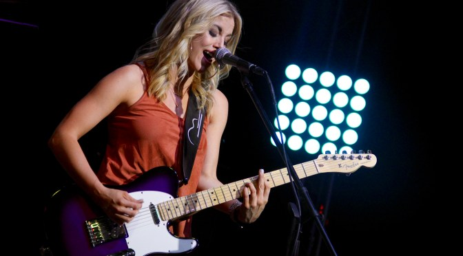 """Gallery: Lindsay Ell Performs New Single """"All Alright"""" at M15 Concert Bar & Grill"""