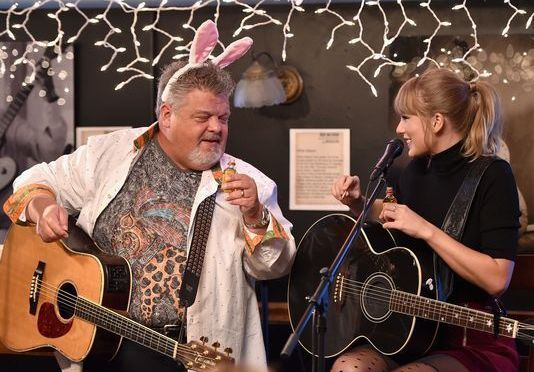 Taylor Swift Performs at The Bluebird Cafe 14 Years After Being Discovered There!
